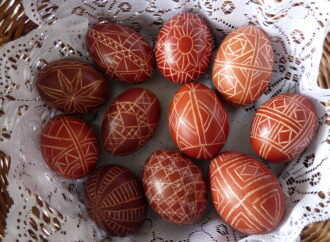 Какие бывают пасхальные яйца и что означают цвета и рисунки на них (видео)