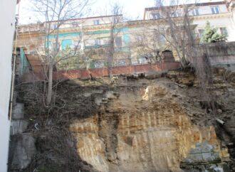 У фирмы, резавшей склон в центре Одессы, отсудили право собственности на землю под стройку