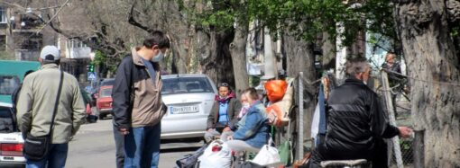 В Одессе ожили мини-базарчики: цветы, верба и всякая всячина (фото)