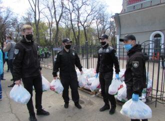 Облегчить жизнь на карантине: кто и как в Одессе помогает нуждающимся (фото)