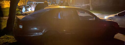 Кинув пляшку з сумішшю і втік: в Одесі нав'язливий шанувальник підпалив жінці двері (фото)