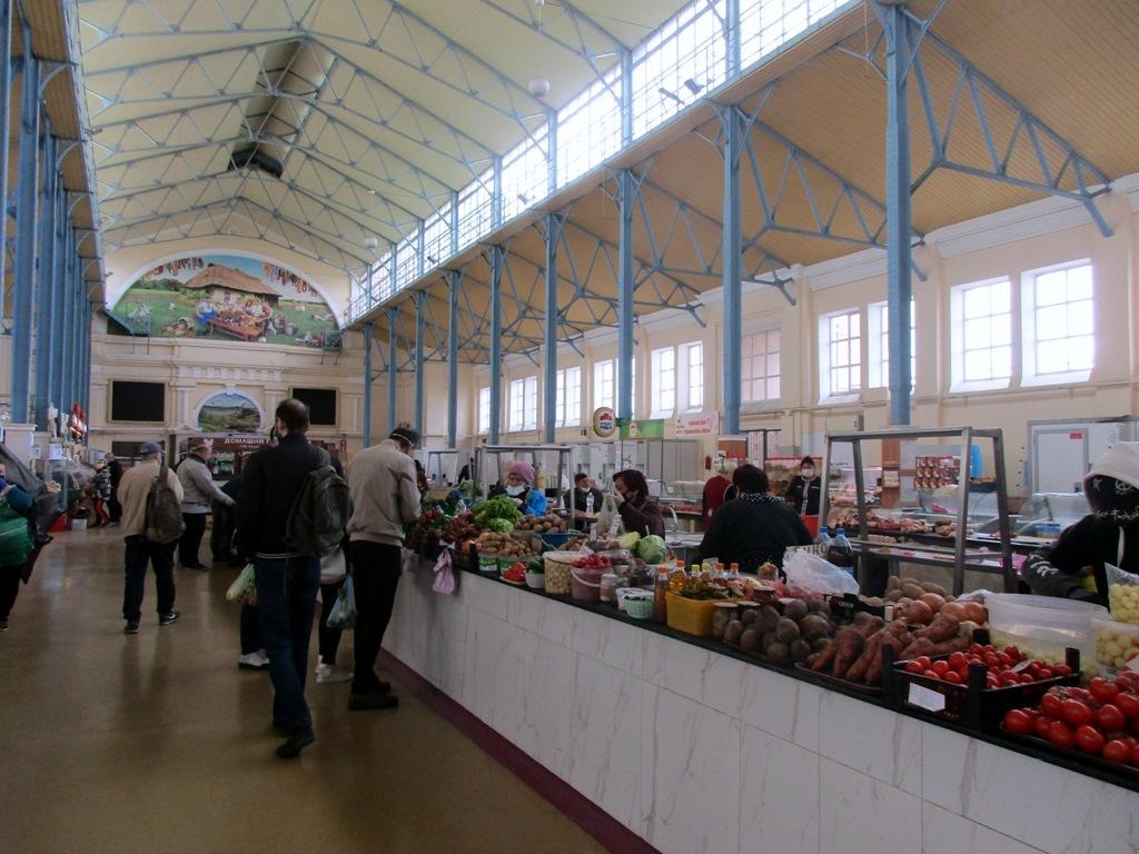 Мясо-молочный корпус на Новом рынке торгуют теперь и овощами-фруктами