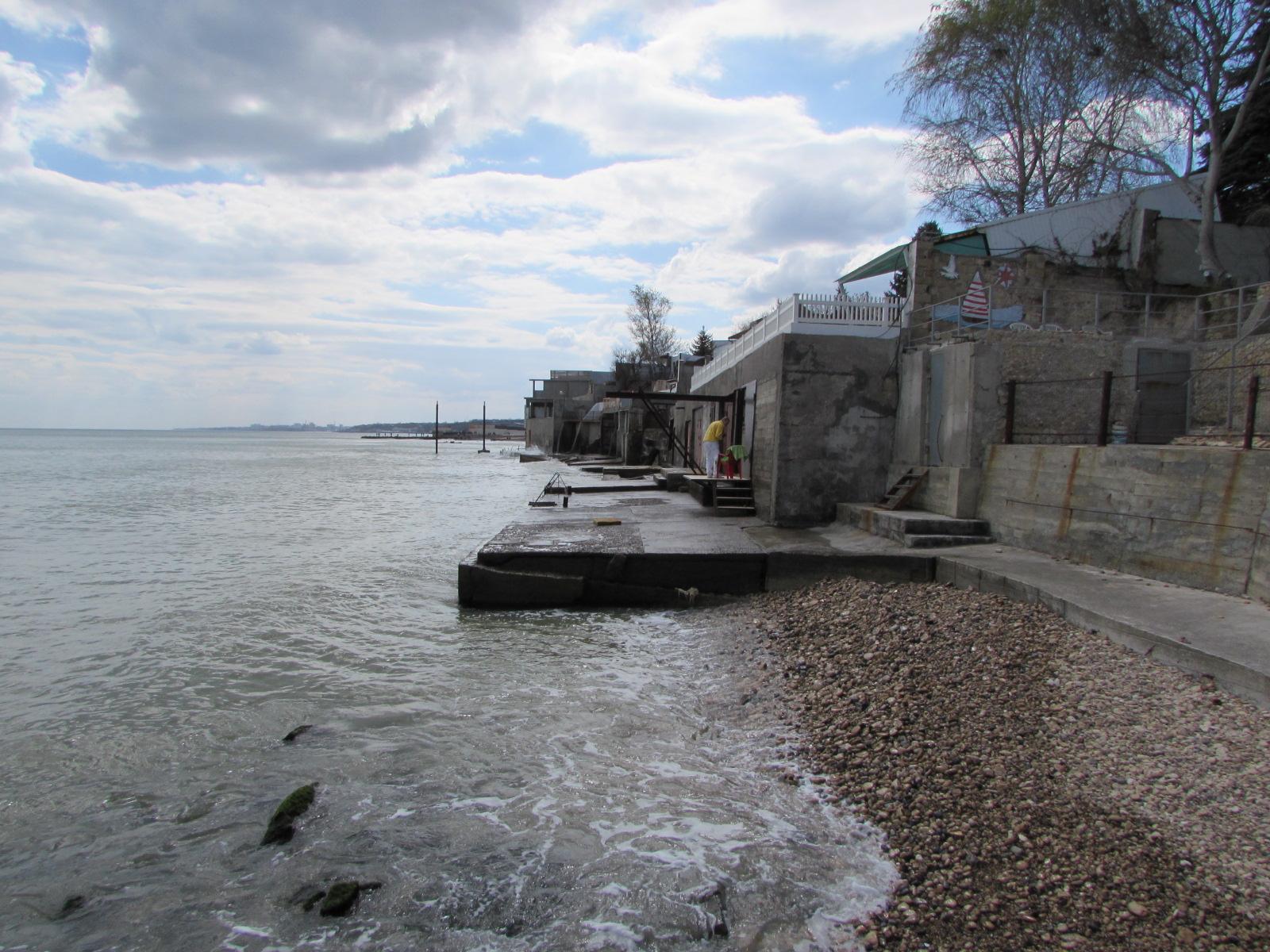 Море размывает берег, если его не укреплять бетонными плитами