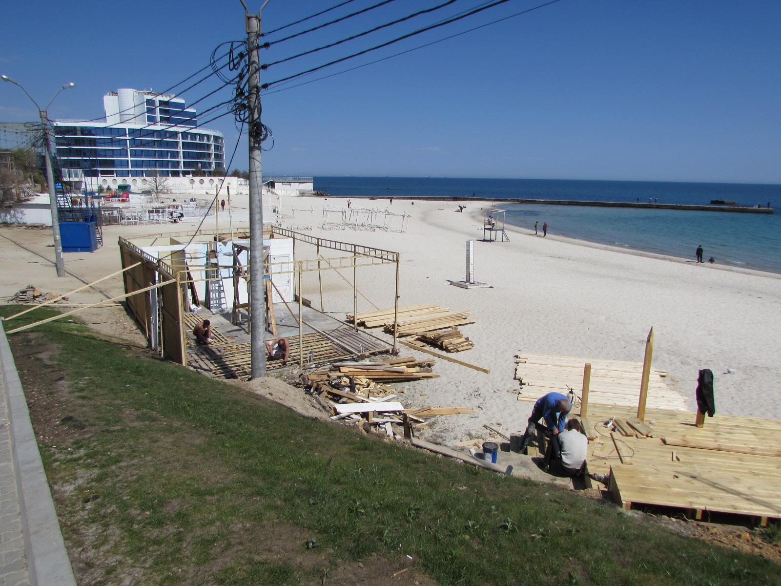 Стройка развернулась на песчаной зоне пляжа ,,Чайка,,