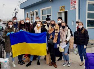 У Чорноморськ прибув пором з Туреччини: на борту 35 українців (фото, відео)