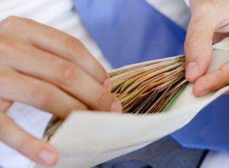 Нарахують автоматично чи принесе листоноша: як пенсіонерам виплатять одноразову допомогу в розмірі 1 тисячі гривень