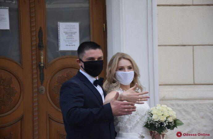 Во время карантина в Одесском регионе разводятся реже, чем вступают в брак