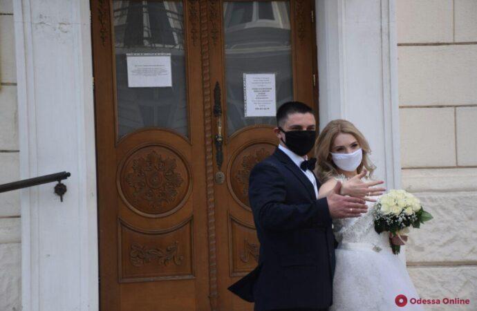 В Одессе молодоженов поженили, несмотря на эпидемию (фото)