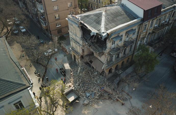 ЧП в Одессе: рухнул старый дом в центре города (фото)