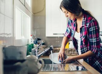 Полезные советы: как сделать дома средство для мытья посуды