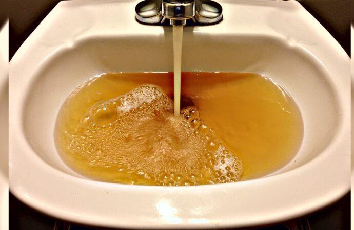Можно ли пить воду из крана: о вирусах, ржавых трубах и методах очистки