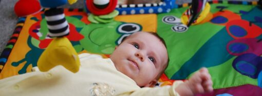 Приданое для малыша первых месяцев жизни: о чем не забыть молодым родителям