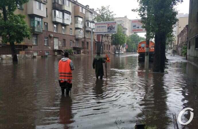 В Одесі тимчасово перекрили підтоплені вулиці: перелік