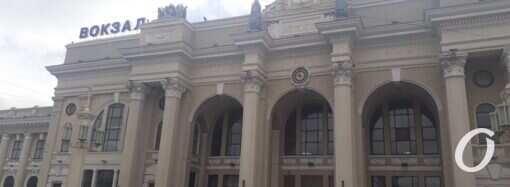 Затишшя перед бурею: Одеський залізничний вокзал напередодні запуску поїздів (фото)