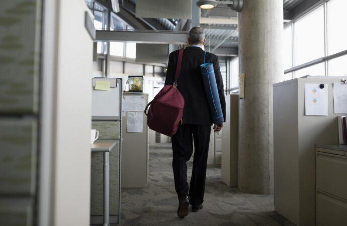 Как одесситам добраться на работу: на самокате, пешком и в маршрутке с закрытыми шторами
