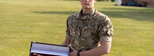 Курсант Військової академії в Одесі отримав іменну шаблю найкращого закордонного випускника