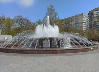 Вакцинували каштани та запустили фонтани: як в Одесі комунальники облаштовують місто? (фото)