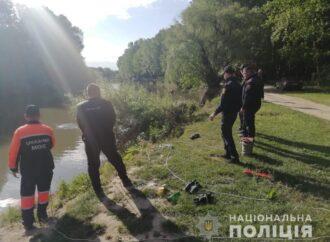 На Одещині автомобіль в'їхав у річку, є двоє загиблих