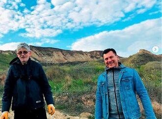 71-летний голландец остался на карантине в Черноморске и занимается уборкой нашего побережья