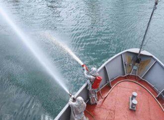 """Як навчальний катер """"Сміла"""" виконував завдання у морі? (фото)"""