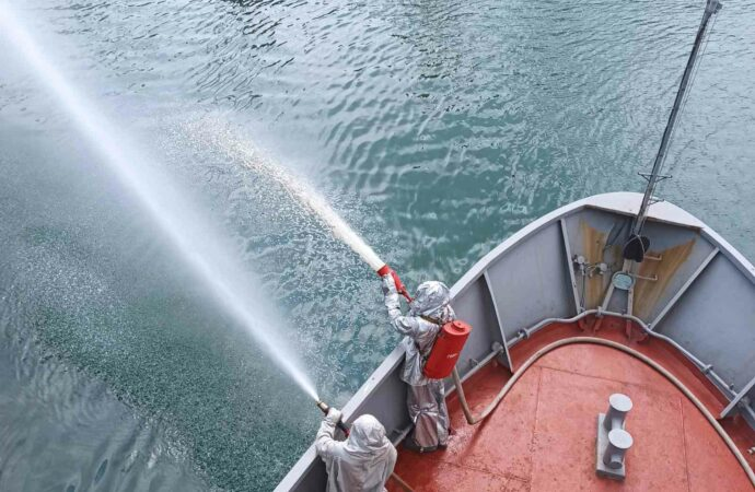 Як навчальний катер «Сміла» виконував завдання у морі? (фото)