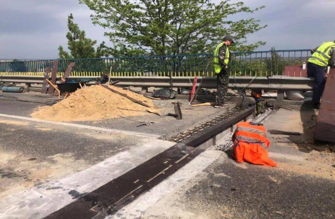 Як на Одещині дорожники ремонтують міст через Дністер? (фото)