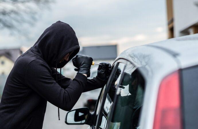 Lexus і BMW: в Одесі затримали банду викрадачів елітних автівок (відео)