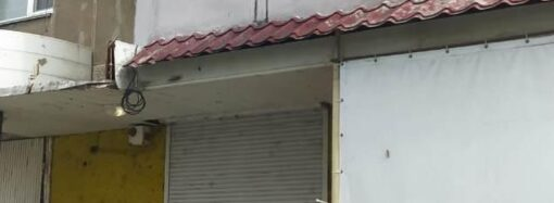 На Одещині зловмисник закинув пляшку з займистою речовиною у вікно багатоповерхового будинку