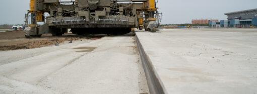Реконструкцію злітної смуги в Одеському аеропорту планують завершити в червні
