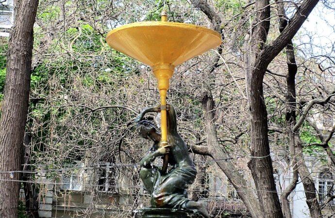 «Нимфа» в одесском Пале-Рояле обрела чашу и зафонтанировала (фото)