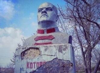 В Одесской области демонтировали бюст в честь советского деятеля