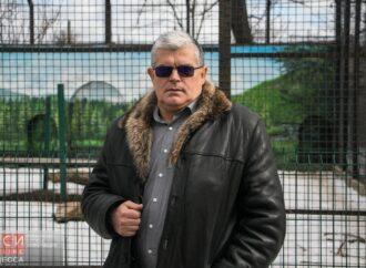 Директор Одеського зоопарку зіграв на гітарі, по якій повзла змія (відео)