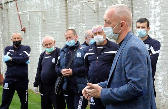 """Одесский """"Черноморец"""" возвращается к тренировкам, но сокращает зарплаты футболистам"""