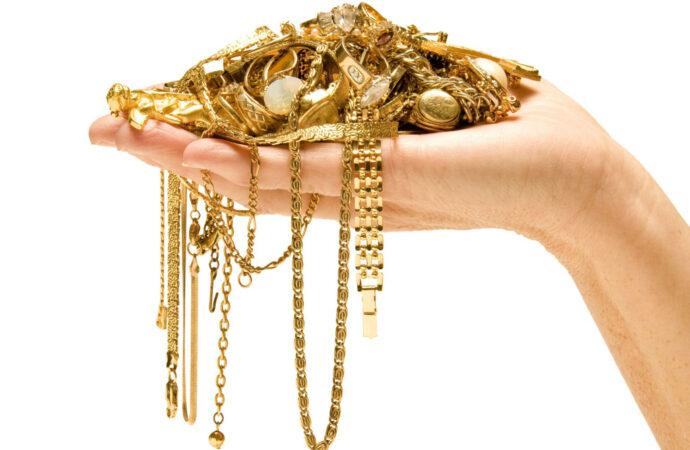 В Одесі працівниця ломбарду присвоїла майже 80 золотих прикрас клієнтів