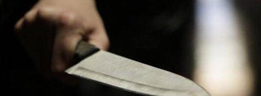 Одессит вонзил нож в спину супруги и добил палкой