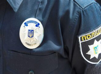 Колотил дубиной: полицейскому из Одесской области объявили подозрение за избиение людей