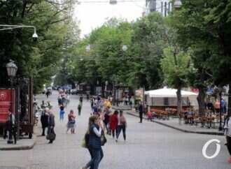 На смягченном карантине: открытые магазины, художники на Соборке и одесситы на главной улице (фото)