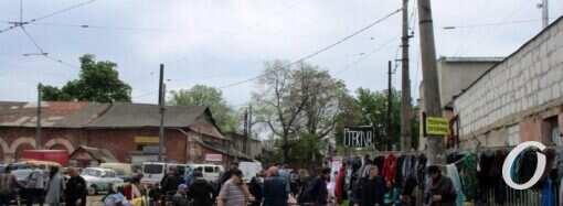 Реконструкция Новощепного ряда, день первый: трамваи не курсируют, торговля кипит (фото)