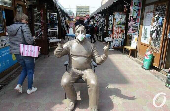 Веселый Чувак, Одесситка, Банкир: в Одессе появились три новые скульптуры (фото)