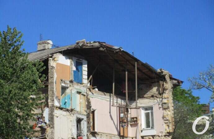 Пострадавших от обрушения жителей дома на Торговой поселят в гостиницах (видеокомментарий)