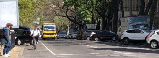 В Одессе начали обустраивать велодорожки на автомагистралях (фото)
