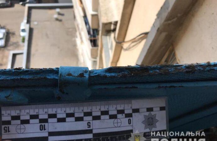 На одесском поселке Котовского нашли выпавшего с балкона мужчину: это мог быть политик
