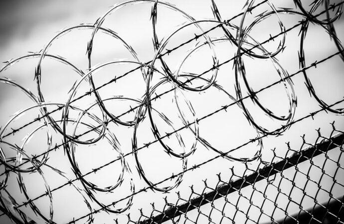 Глава Минюста призвал украинцев покупать тюрьмы вместо квартир