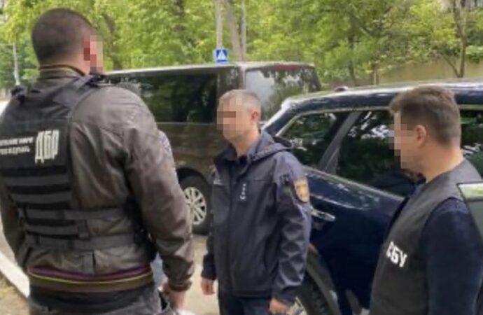 В Одессе задержали на взятке 40 тыс. гривен замначальника областного ГСЧС: что известно?