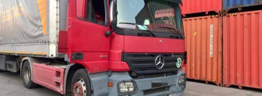 На Одещині затримали вантажівку з бурштином (фото, відео)