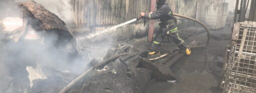 В Одесі на складі сталася пожежа: є постраждалий