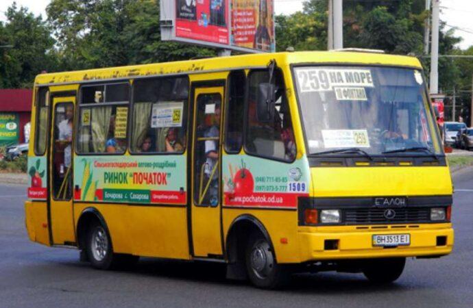 В Одессе запустили летнюю маршрутку на 10-ю станцию Большого Фонтана: на линии только три автобуса