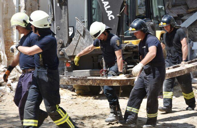 Одесский домопад: спасатели разобрали завалы рухнувшего дома на Ясной (видео, фото)