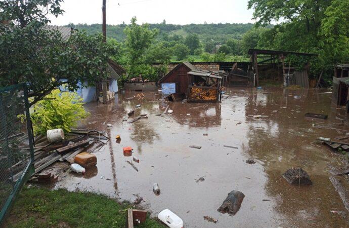 Что произошло в Одессе 25 июня: обвал стены в жилом доме и угроза наводнения