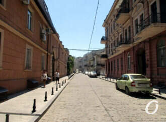 Воронцовский переулок: что с плиткой и зачем здесь мини-ограда?